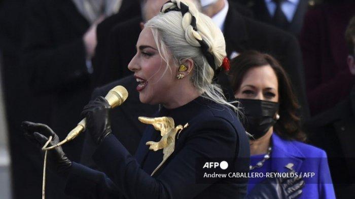 Lady Gaga Tampil di Pelantikan Biden, Pakaian Bergaya Hunger Games Jadi Trending Media Sosial