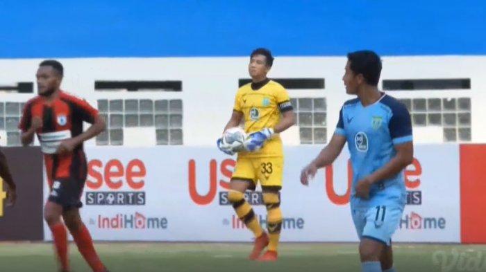 Pertandingan pekan kedua BRI Liga 1 2021 yang mempertemukan Persela vs Persipura berlangsung di Stadion Wibawa Mukti, Jumat (10/9/2021).