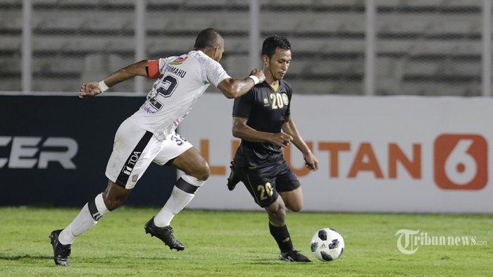 Timnas Indonesia U-23 melakukan laga uji coba keduanya melawan klub Liga 1 Bali United FC di Stadion Madya, Senayan, Jakarta Pusat, Minggu (7/3/2021) malam. Hasil akhir pertandingan Timnas U-23 unggul 3-1 (1-0) atas Bali United FC. Warta Kota/Umar Widodo
