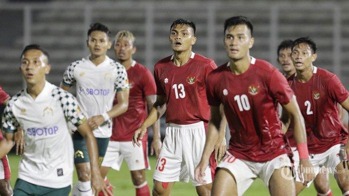 Timnas Indonesia U-23 asuhan Shin Tae-yong melakukan laga uji coba dengan klub Liga 1 Persikabo 1973 di Stadion Madya, Senayan, Jakarta Pusat, Jumat (5/3/2021) malam. Timnas U-23 yang dipersiapkan untuk SEA Games XXXI Hanoi, Vietnam, bulan Juli 2021 mendatang berhasil menang 2-0. Warta Kota/Umar Widodo