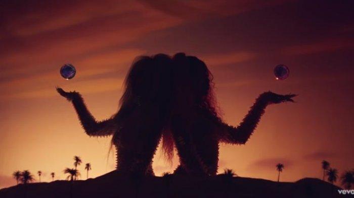 Chord Gitar dan Lirik Kiss Me More - Doja Cat feat SZA: Can You Kiss Me More? We're So Young Boy
