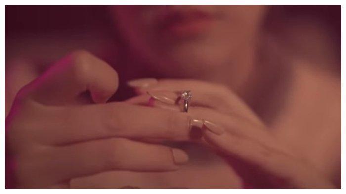 Wow! Rilis Lagu Berjudul : Ragu, Raisa Angkat Tema Keseharian Manusia untuk Memilih