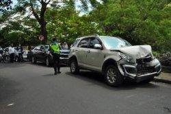 Kecelakaan Beruntun Libatkan Lima Kendaraan di Turunan Harupat Bogor