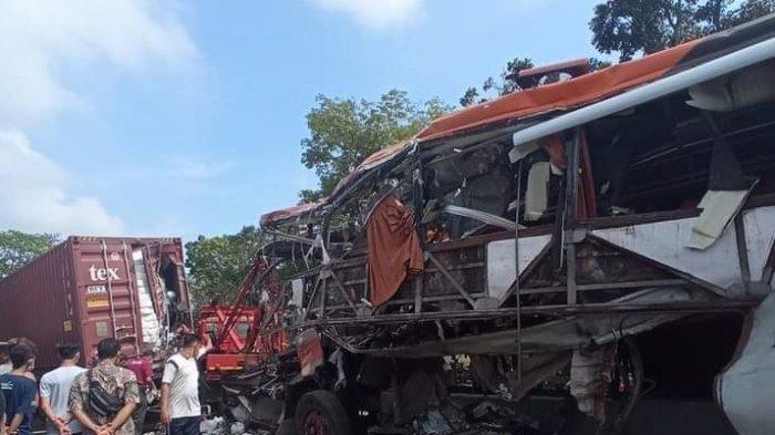 Cerita Pilu Evakuasi Penumpang Bus Patas Sugeng Rahayu, Badan Terjepit Pelat Bodi