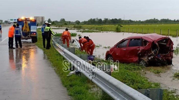 Lewat Jalan Tol Madiun Mobil Warga Jakarta Kecelakaan, 1 Penumpang Tewas