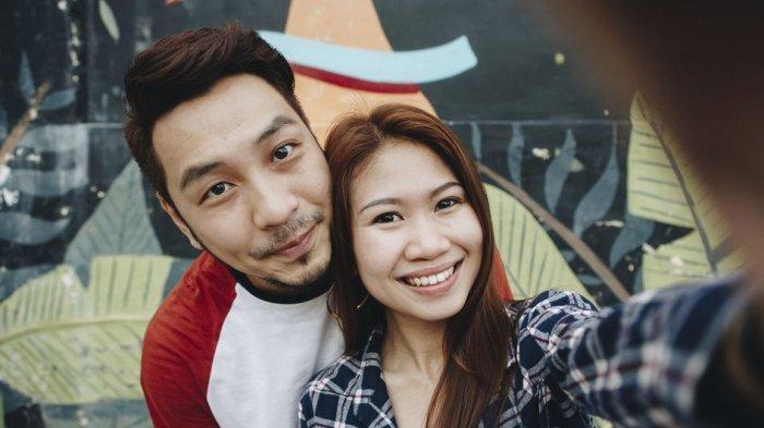 Jangan Paksa Pasangan Unggah Foto Kebersamaan di Medsos, Mengapa?