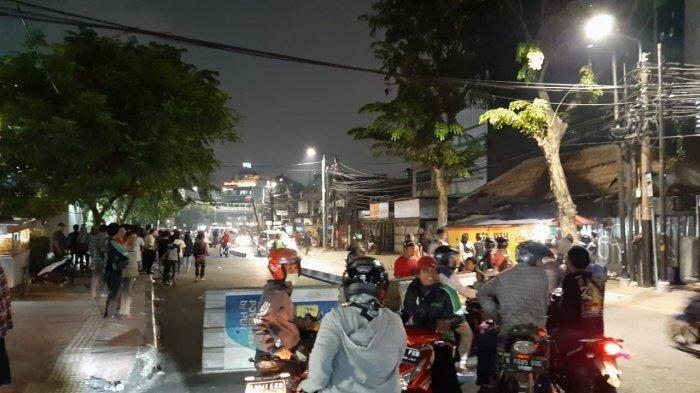 Kericuhan Pecah di Perempatan Lampu Merah Slipi, Lalin Jalan Palmerah-Petamburan Ditutup