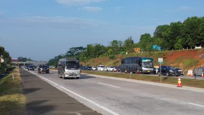 Arus Balik: Seluruh Pintu Tol Jakarta Hingga Cikampek Ditutup Karena Pemberlakuan One Way