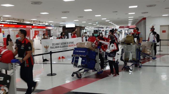 Lalu Muhammad Zohri & Alvin Tehupeiory atlet Indonesia untuk Olimpiade Tokyo dari cabang atletik tiba di bandara Narita Tokyo Minggu (25/7).