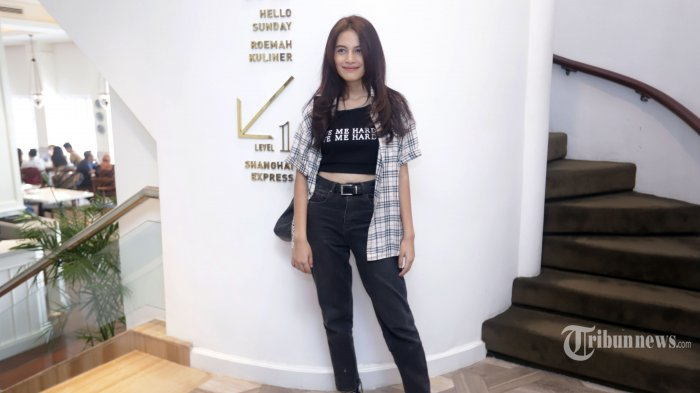 Artis peran Lania Fira berpose untuk difoto usai menghadiri peluncuran trailer film Rasuk 2, di Jakarta, Kamis (5/12/2019). Lania Fira bermain dalam film dengan genre horor tersebut bersama Nikita Willy dan Asri Welas, rencananya akan tayang di bioskop pada Januari 2020 mendatang. TRIBUNNEWS/HERUDIN