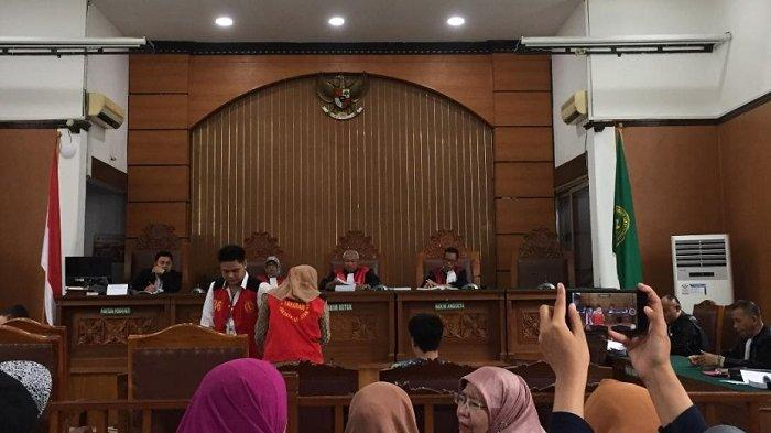 Tiga terdakwa kasus ikan asin dalam sidang lanjutan kasus 'ikan asin' dengan terdakwa Galih Ginanjar, Rey Utami, Pablo Benua yang digelar Senin (10/2/2020).