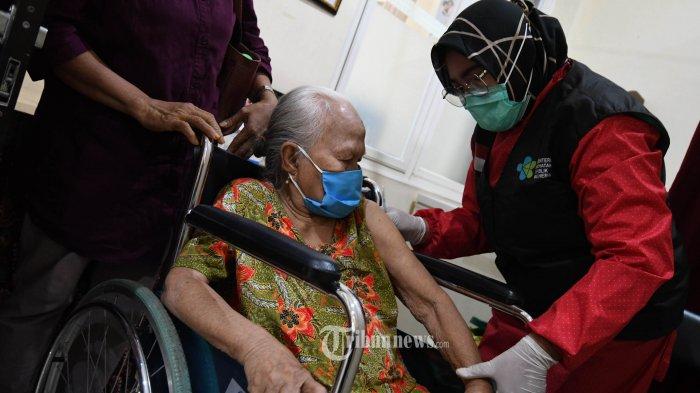 Vaksinasi Covid-19 Massal untuk Lansia Berlangsung Selama Empat Bulan