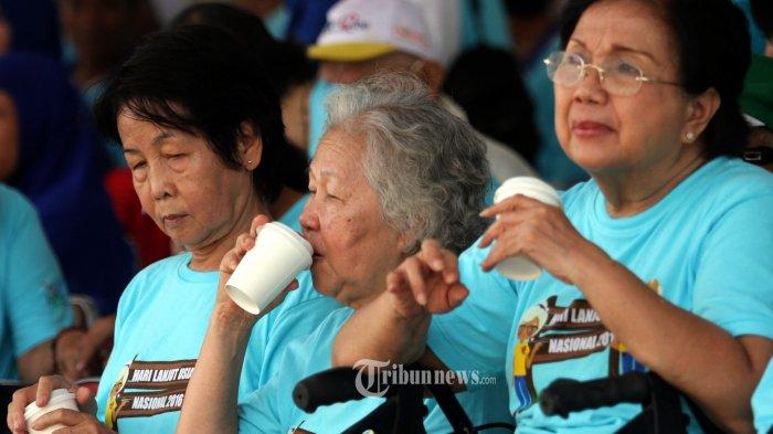 Mengisi Teka-Teki Silang Bisa Cegah Demensia di Kalangan Lansia