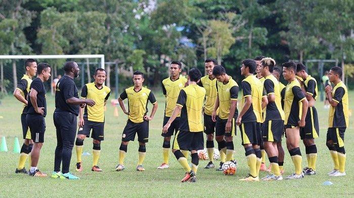 Latihan perdana Barito Putera di Stadion 17 Mei Banjarmasin dipimpin pelatih Jacksen F Tiago