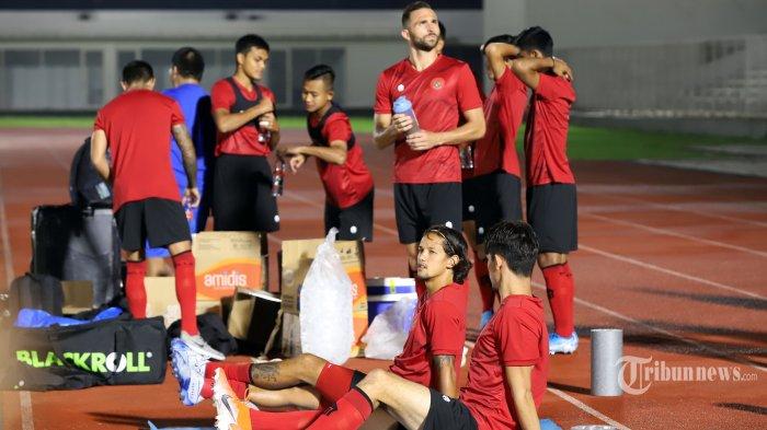Sejumlah pemain Tim Nasional Indonesia Senior saat mengikuti latihan perdana di Stadion Madya, Senayan, Jakarta Pusat, Jumat (14/2/2020).  Shin Tae-yong memanggil 34 pemain untuk latihan perdana tersebut. Tribunnews/Jeprima