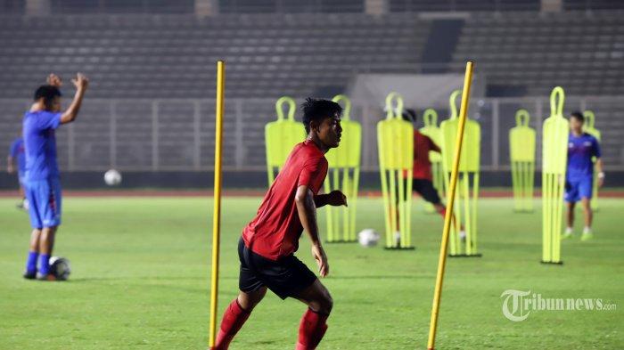 Sejumlah pemain Tim Nasional Indonesia Senior mengikuti latihan bersama di Stadion Madya, Senayan, Jakarta Pusat, Senin (17/2/2020). Latihan ini menjadi bagian dari persiapan Timnas Indonesia Senior menghadapi lanjutan Kualifikasi Piala Dunia 2022 melawan Thailand (26 Maret) dan Uni Emirat Arab (31 Maret). Tribunnews/Jeprima