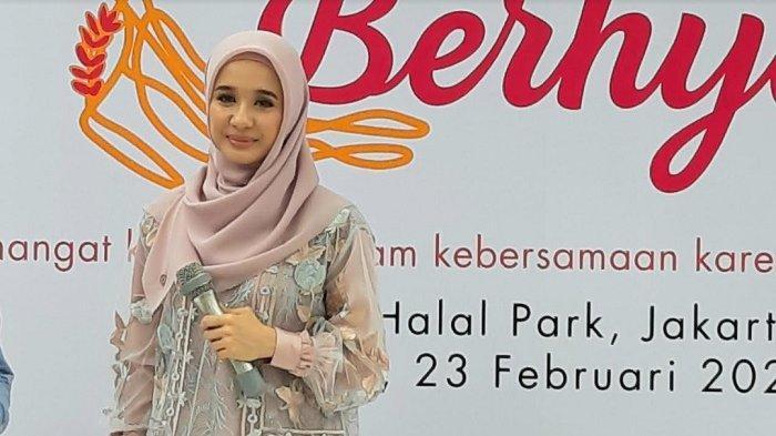 Laudya Cynthia Bella di Halal Park Gelora Bung Karno (GBK) Senayan, Jakarta Pusat, Minggu (23/2/2020)