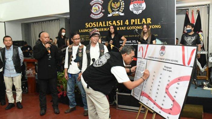Gus Jazil: Gotong Royong Perekat Bangsa Hadapi Pandemi