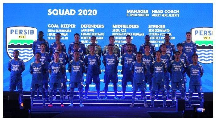 Launching tim Persib Bandung musim 2020 di Harris Festival Citylink, Kota Bandung, Selasa, (25/2/2020). Persib Bandung resmi memperkenalkan jersey kebanggannya yang akan dipakai untuk musim 2020 dan juga skuat lengkapnya. Robert Alberts hanya pakai 26 pemain.
