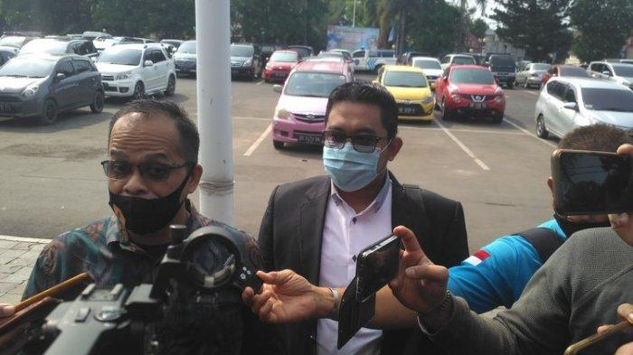 Teguh Margono, kuasa hukum artis VS tiba di Mapolresta Bandar Lampung, Kamis (30/7/2020)