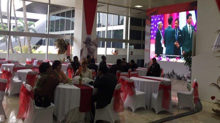 Layar besar berukuran 3x3 meter disiapkan di Lobi Gedung Nusantara III DPR RI, Senayan, Jakarta Pusat, Minggu (20/10/2019) siang jelang pelantikan Joko Widodo dan Maruf Amin sebagai presiden dan wakil presiden RI periode 2019-2024.