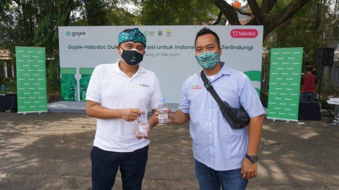 Le Minerale mendukung kegiatan vaksinasi Covid-19 yang diselenggarakan oleh Gojek Indonesia dengan memberikan fasilitas air mineral gratis kepada seluruh peserta vaksin.