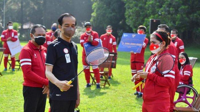 Leani Berikan Raket yang Digunakannya di Paralimpiade Tokyo 2020 Pada Jokowi