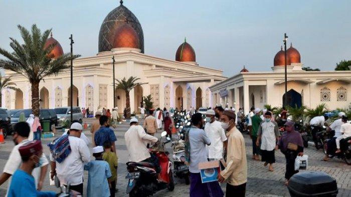 Salat Ied di Masjid Nurul Mustofa Center Depok Diimami Syakir Daulay dan Khatib Ustadz Muhyiddin
