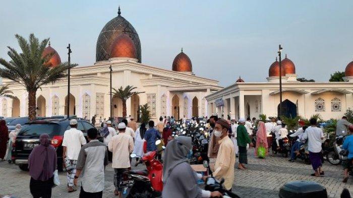 Salat Idulfitri, Ribuan Warga Mulai Berdatangan ke Masjid Nurul Mustofa Center di Depok