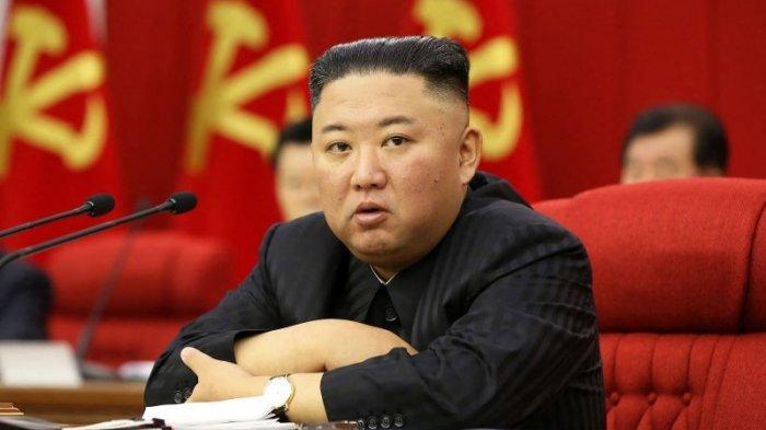 Pemimpin Korea Utara, Kim Jong Un, menghadiri Rapat Pleno Komite Pusat Partai Pekerja Korea, Jumat (18/6). Foto dirilis KCNA pada Sabtu (19/6)