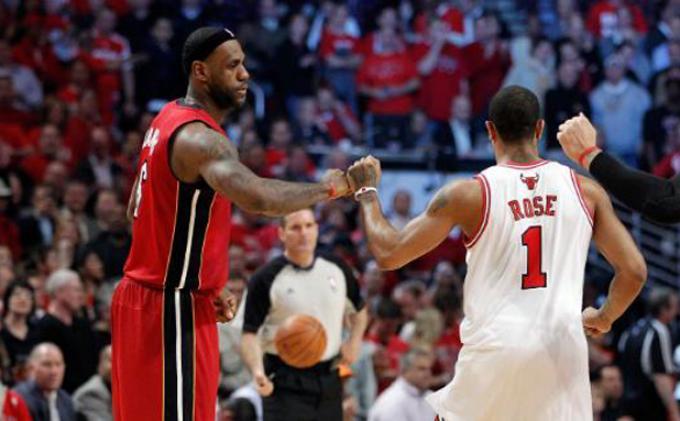 LeBron James Sambut Kembalinya Derrick Rose
