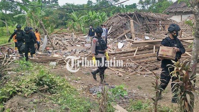 Sisir Lokasi Ledakan Bom Bondet di Pasuruan, Gegana Polda Jatim Temukan Bahan Peledak