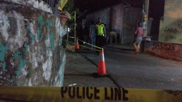 Rumah Andri Kusworo di Donotirto Bantul dipasang garis polisi, Minggu (17/11/2019) malam. TRIBUNJOGJA.COM/Ahmad Syarifudin
