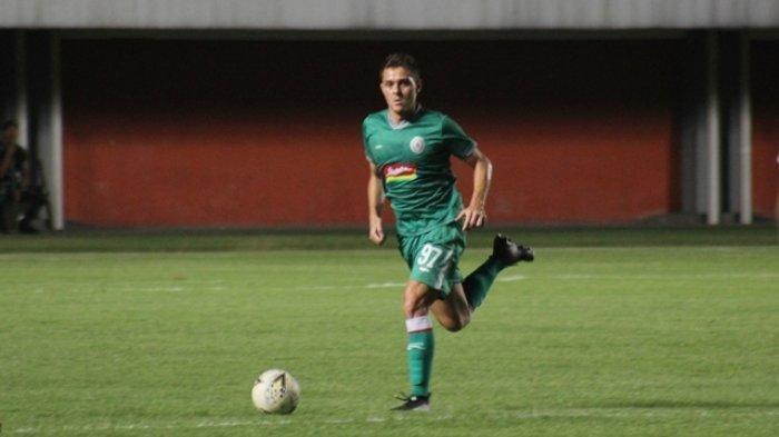 Legiun asing PSS Sleman, Guilherme Felipe de Castro Batata saat tampil lawan Badak Lampung FC pada laga uji coba di Stadion Maguwoharjo, Sleman, Sabtu (27/4/2019) lalu