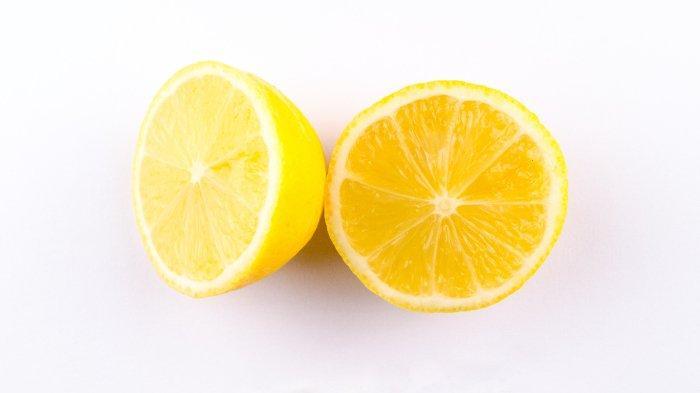 Lemon merupakan salah satu buah yang kaya vitamin C.