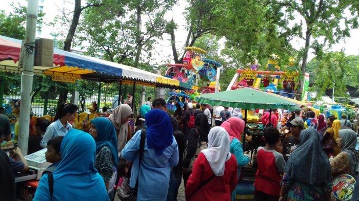 Lenggang Jakarta Monas Diserbu Pengunjung Saat Cuti Bersama Pasca Perayaan Natal