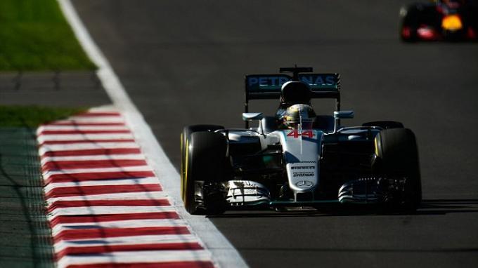 Lewis Hamilton Pole di GP Meksiko, Nico Rosberg Kedua