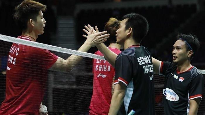 Begini momen kemenangan Ahsan/Hendra saat tampilkan rally 'fast and forius' di babak semifinal Hong Kong Open lawan Li/Liu. Bikin penonton 'jantungan'