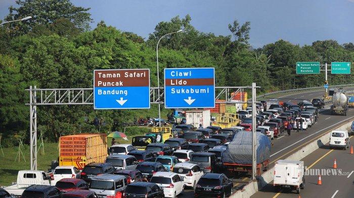 405 Kendaraan Dipasang Striker Merah dan Diminta Diputar Balik di Simpang Gadog Bogor