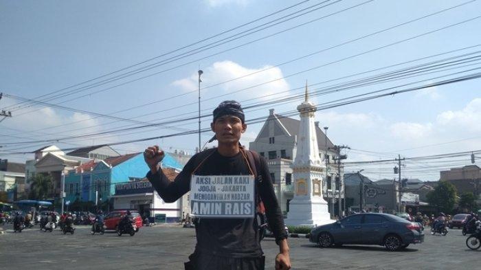 Lilik Yuliantoro (39) sebelum melakukan aksi jalan kaki jilid 4, Senin (22/7/2019), dari Tugu Pal Putih Yogyakarta. Tribun Jogja/Andreas Desca Budi Gunawan