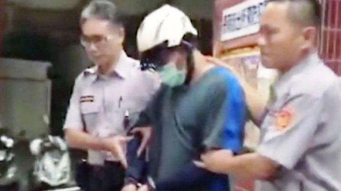 Merasa Berdosa, Pria Ini Datang ke Kantor Polisi Bawa Tas Plastik Berisi Jasad Putrinya
