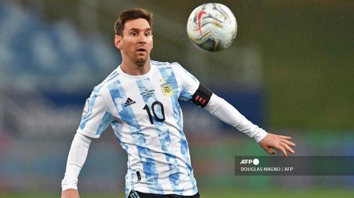 Pemain Argentina Lionel Messi saat pertandingan fase grup turnamen sepak bola Conmebol Copa America 2021 di Stadion Arena Pantanal di Cuiaba, Brasil, pada 28 Juni 2021.