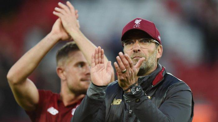 Pelatih Liverpool, Juergen Klopp memberikan aplaus usai timnya bermain imbang melawan Manchester City dalam laga pekan ke-8 Liga Inggris musim 2018-2019 di Stadion Anfield, Liverpool, Inggris, Minggu (7/10/2018) malam WIB.