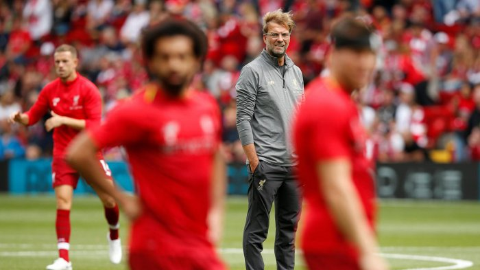 Pelatih Liverpool, Juergen Klopp (tengah) jelang pertandingan Liverpool kontra West Ham United dalam laga Liga Inggris musim 2018/2019 di Stadion Anfield, Liverpool, Minggu (12/8/2019) malam WIB.