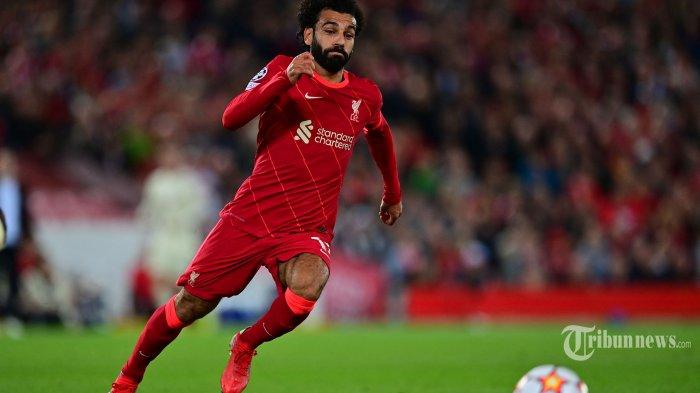Gelandang Liverpool Mesir Mohamed Salah mengejar bola selama pertandingan sepak bola Grup B putaran pertama Liga Champions UEFA antara Liverpool dan AC Milan di Anfield di Liverpool, barat laut Inggris pada 15 September 2021. AFP/Paul ELLIS