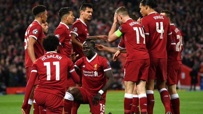 Pemain Liverpool, Mohamed Salah (11) dan rekan-rekannya merayakan gol Sadio Mane (19) ke gawang Manchester City dalam laga leg pertama babak perempat final Liga Champions di Stadion Anfield, Liverpool, Inggris, Kamis (5/4/2018) dini hari WIB.