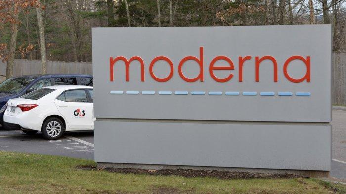 (FILES) Dalam file foto yang diambil pada 02 Desember 2020, logo Moderna terllihat di kampus Moderna di Norwood, Massachusetts.