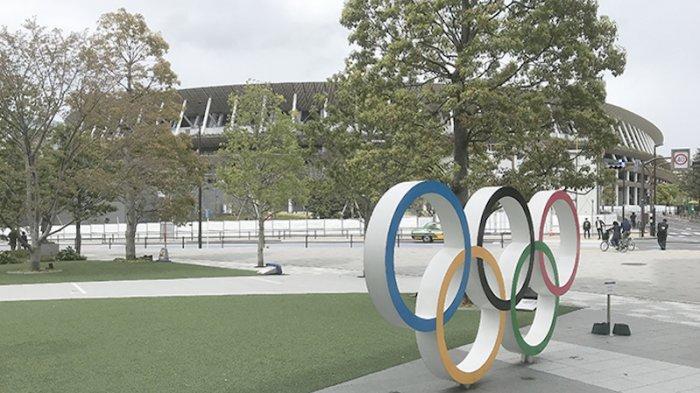 Logo Olimpiade di depan gedung olahraga nasional Jepang yang akan jadi tempat Pembukaan Olimpiade 23 Juli 2021 mendatang