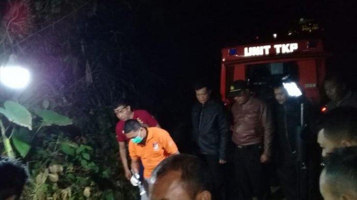 Polisi melakukan olah TKP di Dusun Plandi, Desa Watuagung, Kecamatan Tambak, Kabupaten Banyumas, Jawa Tengah, Senin (8/9/2019) malam.(Dokumentasi Polsek Tambak/ kompas.com)