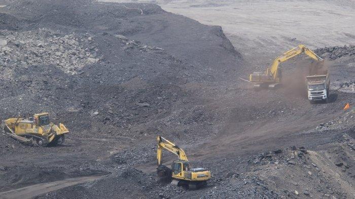 Tambang batu bara merupakan industri yang penuh dengan risiko kecelakaan kerja, seorang pekerja tambang dilaporkan tewas setelah tertibun lonsoran di lokasi tambang PT Buma Site Lati. TribunKaltim.Co/Geafry Necolsen